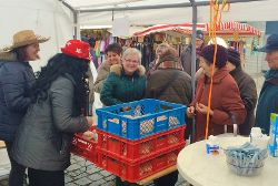 Krapfen und Punsch auf dem Neumarkter Wochenmarkt