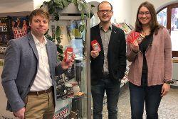 Christian Eisner, Matthias Auhuber und Anita Korndörfer bei der Präsentation des Kartenspiels, Foto: Rainer Seitz