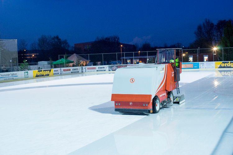 Eislaufen auf der Kunsteislaufanlage